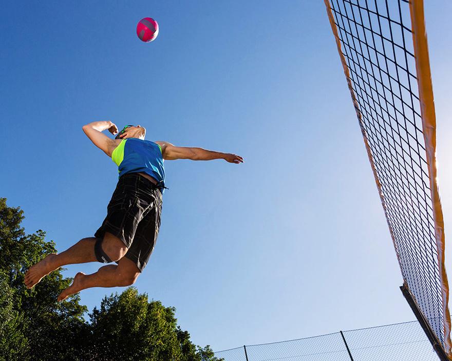 mặt lợi và hại của việc đeo băng gối khi chơi thể thao