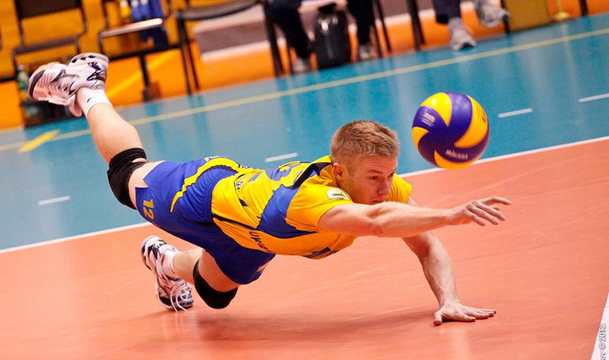 tip để ngăn ngừa chấn thươn đầu gối khi chơi bóng chuyền