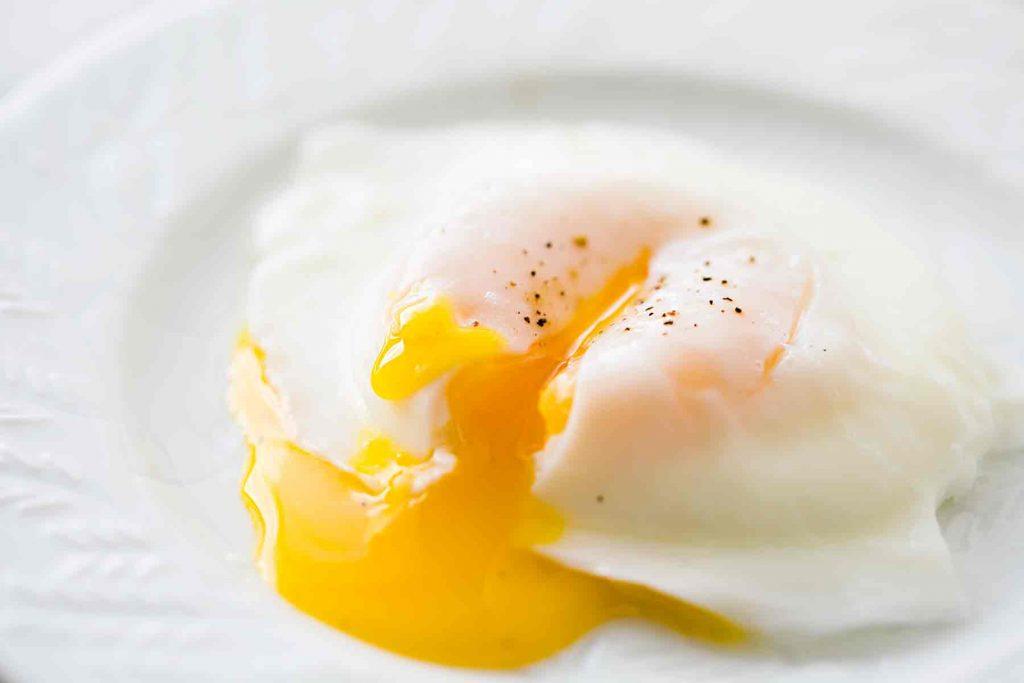 Lòng trắng trứng gà có tác dụng gì với sức khỏe con người