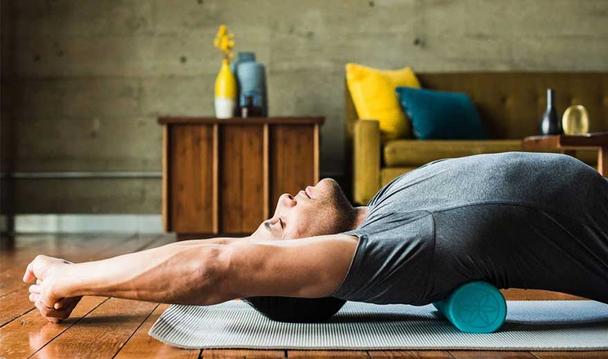 con lăn massage là gì? 5 bài tập xoa dịu cơn đau sau khi tập thể dục