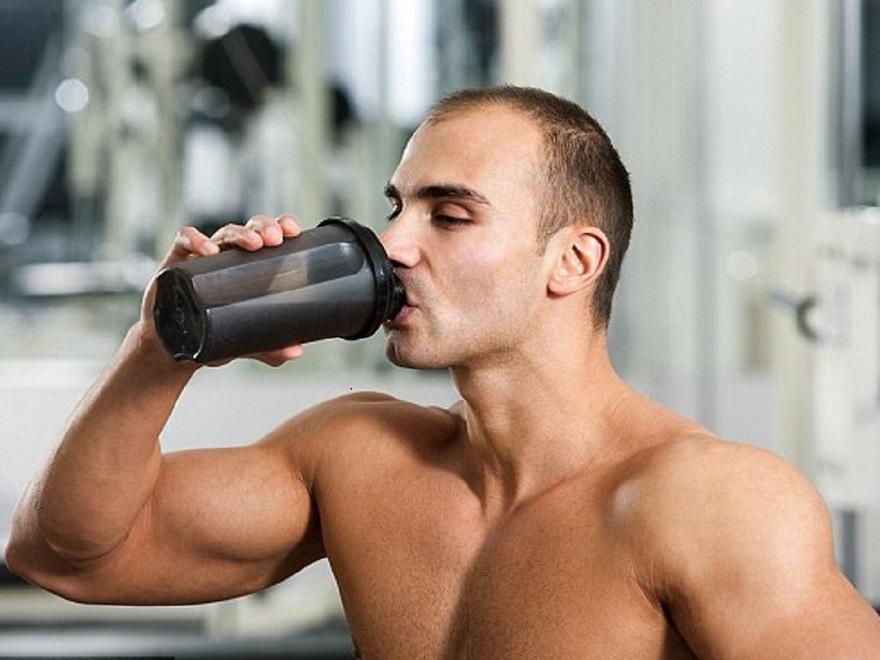 Khi tập thể hình nên uống nước gì?
