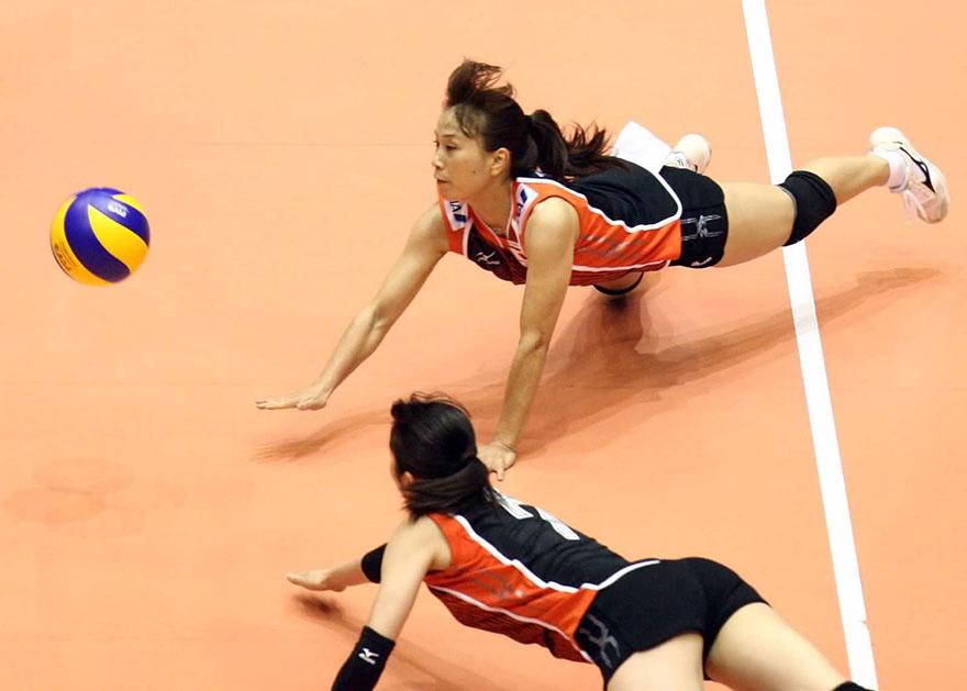 tầm quan trọng của việc dùng băng gối dài khi chơi bóng chuyền
