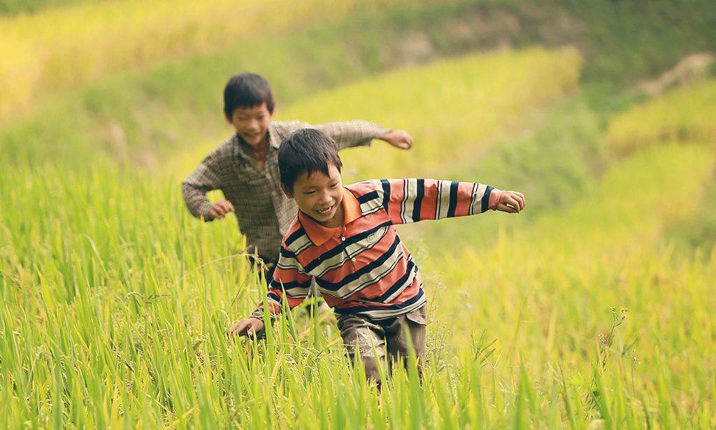 Mách nhỏ: Cách chữa gù lưng cho trẻ an toàn và hiệu quả