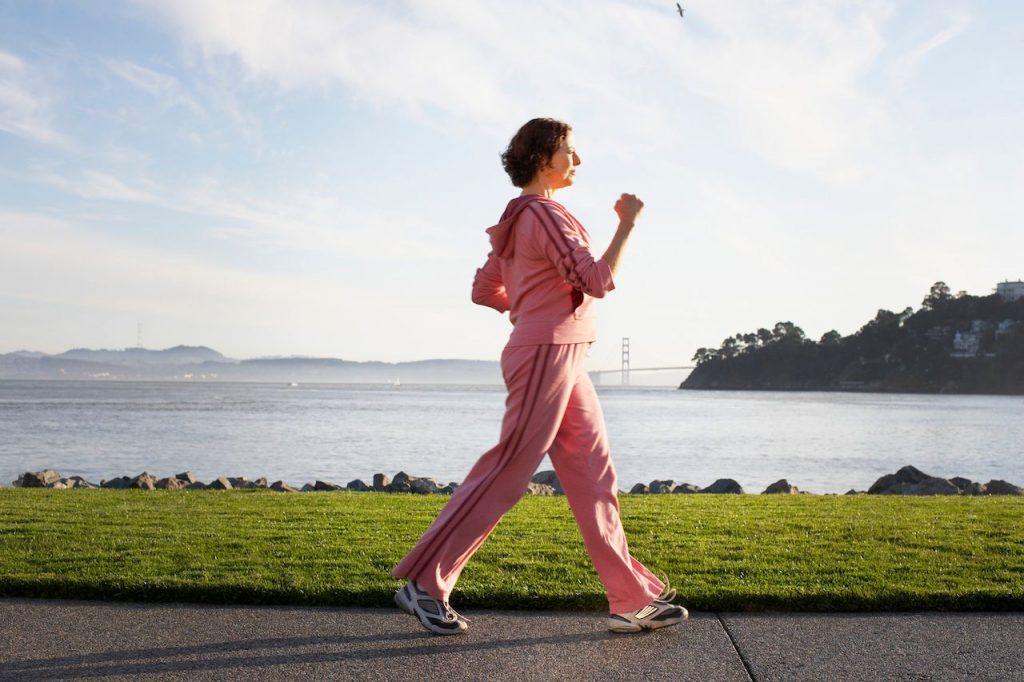 Tập tư thế đúng- một trong những cách chữa gù lưng hiệu quả