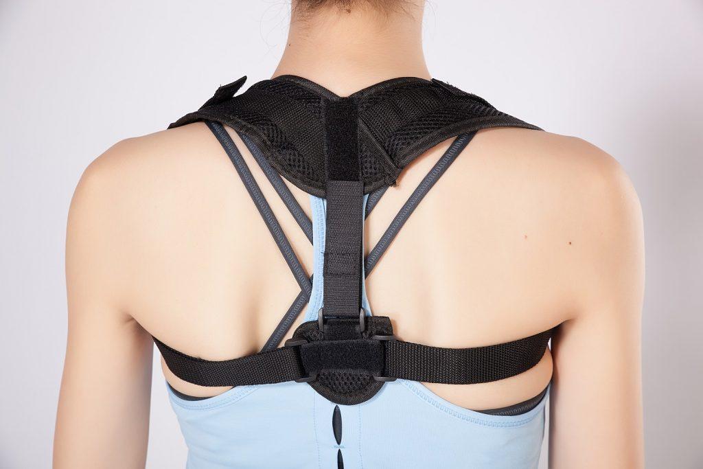 Tập luyện + đeo đai nịt chống gù lưng để chữa gù hiệu quả