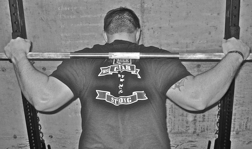 Tập gym - một trong những cách chữa gù vai an toàn, hiệu quả
