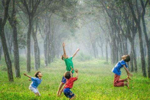 Đai lưng chống gù cho trẻ em có cần thiết hay không?