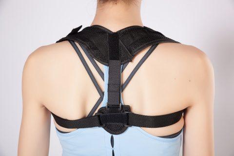 3 mẹo đeo áo chống gù điều chỉnh cột sống dễ dàng, đơn giản