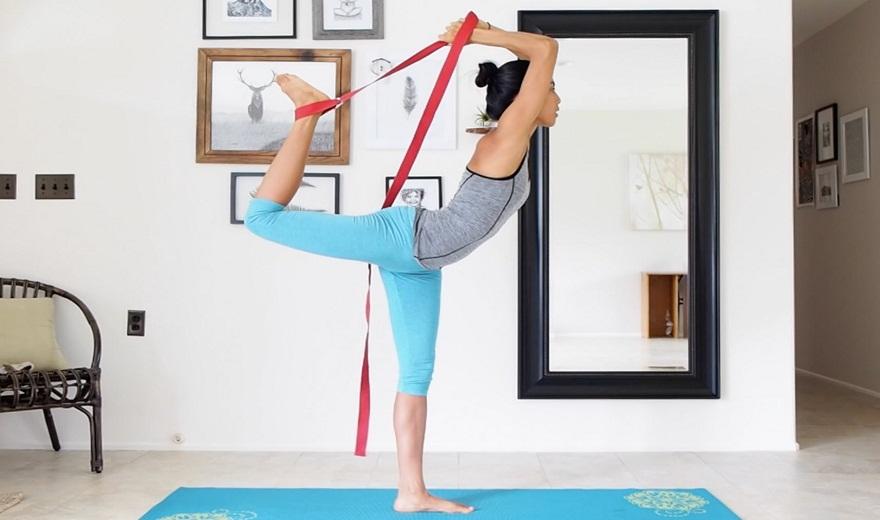 Bài thực hành với dây tập Yoga hỗ trợ tốt cho cột sống