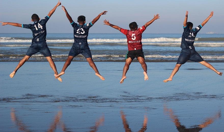 Cách thực hiện bài tập cardio bước nhảy ngôi sao (star jump)