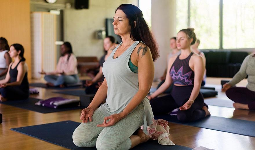 Yoga có giúp ích cho thời kỳ mãn kinh?