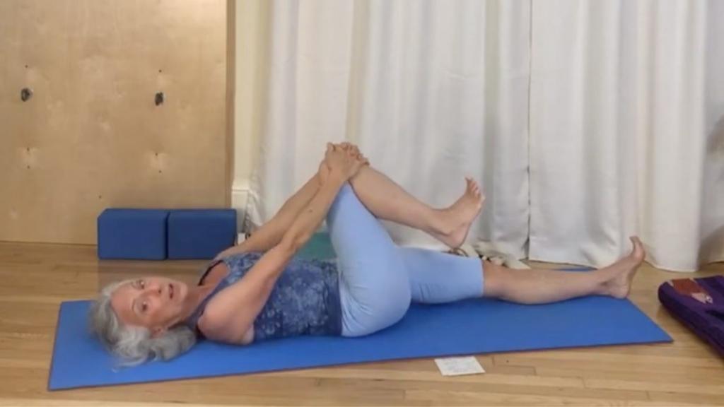 4 tư thế yoga cho người có sức khỏe lưng thấp