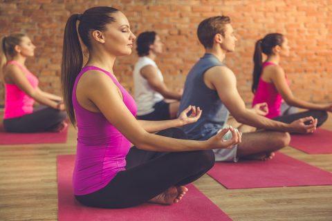 Làm thế nào để dạy 1 lớp yoga hỗn hợp cấp độ