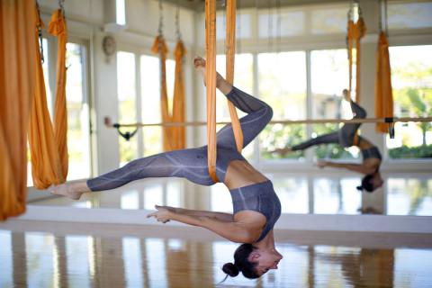 Yoga với 1 dây đeo: Giải phóng các rãnh bên trong của bạn